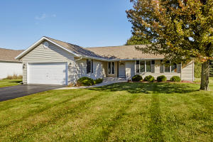 Property for sale at 216 Granary Cir, Hartland,  WI 53029