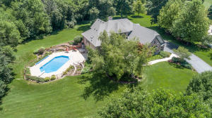 Property for sale at W283N3710 Yorkshire Trce, Pewaukee,  WI 53072