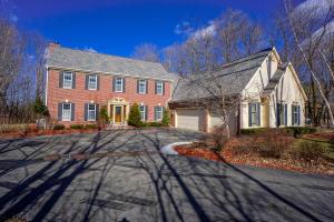 Property for sale at 4634 N Lake Club Cir, Oconomowoc,  WI 53066