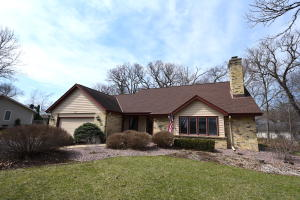Property for sale at 717 Saint Johns Dr, Delafield,  WI 53018