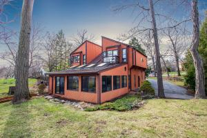 Property for sale at 704 Saint Johns Dr, Delafield,  WI 53018