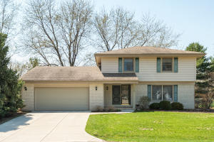 Property for sale at 1152 Saratoga Pkwy, Oconomowoc,  WI 53066