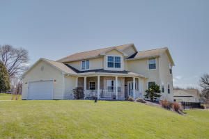 Property for sale at N50W27835 N Courtland Cir, Pewaukee,  WI 53072