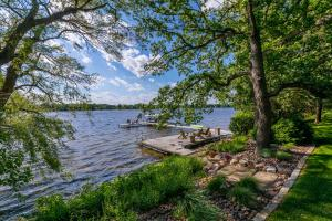 Property for sale at 6925 N Wildwood Point Rd, Hartland,  Wisconsin 53029