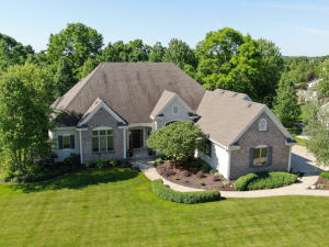 Property for sale at 1054 Oak Cir, Pewaukee,  WI 53072