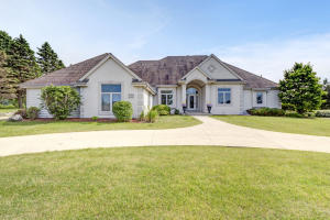 Property for sale at W226N3551 Wethersfield Rd, Pewaukee,  WI 53072