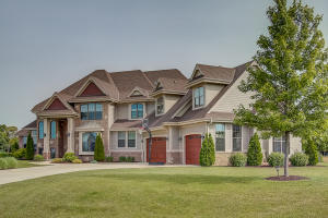 Property for sale at N33W29722 Woodridge Cir, Pewaukee,  Wisconsin 53072