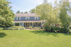 Property for sale at N63W29893 Woodfield Ct, Hartland,  Wisconsin 53029