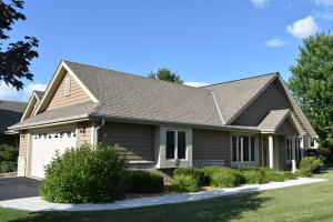 Property for sale at W242N2344 Deer Park Dr Unit: B, Pewaukee,  Wisconsin 53072