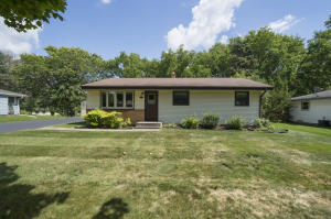 Property for sale at 408 Sunset Dr, Pewaukee,  Wisconsin 53072