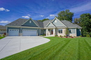 Property for sale at 236 Four Winds Ct, Hartland,  Wisconsin 53029