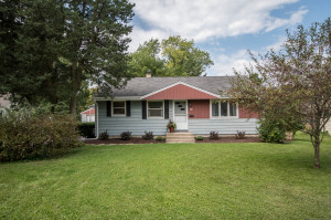 Property for sale at 217 Meadow Ln, Hartland,  Wisconsin 53029