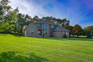 Property for sale at 118 Steeple Pointe Dr, Delafield,  Wisconsin 53018