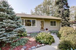 Property for sale at 25 N Lapham Peak Rd, Delafield,  Wisconsin 53018
