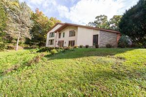 Property for sale at 214 Glen Oak Ct, Delafield,  Wisconsin 53018