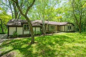 Property for sale at N67W29811 Hartling Rd, Hartland,  Wisconsin 53029
