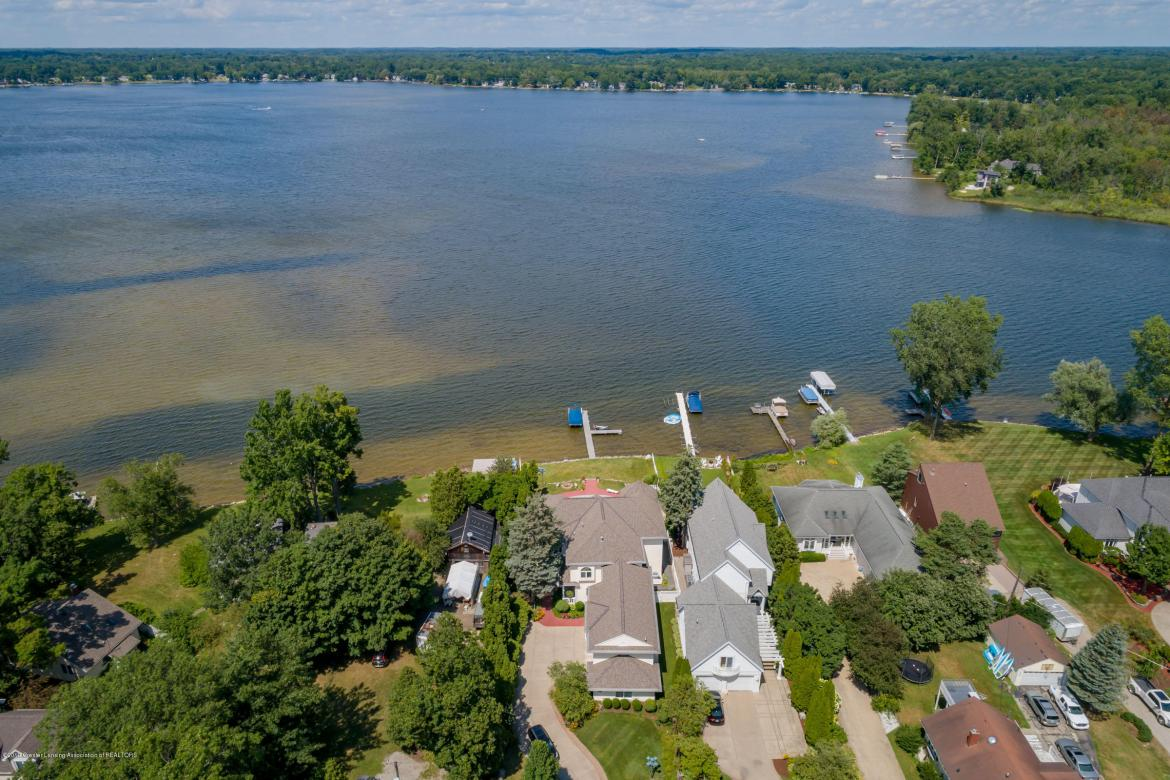 1368 Hickory Island Drive, Haslett, MI 48840, 5 Bedrooms Bedrooms, ,5 BathroomsBathrooms,Residential,For Sale,Hickory Island,239195