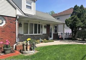 685 Tompkins Avenue,Staten Island,New York,10305,United States,2 Bedrooms Bedrooms,4 Rooms Rooms,1 BathroomBathrooms,Res-Rental,Tompkins,1122780