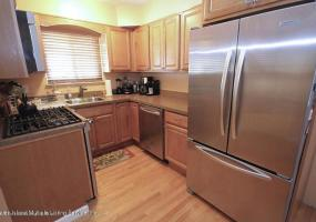 340 Colony Avenue,Staten Island,New York,10306,United States,3 Bedrooms Bedrooms,6 Rooms Rooms,2 BathroomsBathrooms,Res-Rental,Colony,1124120