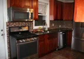 3 Sunnymead Village,Staten Island,New York,10305,United States,4 Bedrooms Bedrooms,6 Rooms Rooms,2 BathroomsBathrooms,Res-Rental,Sunnymead,1124261