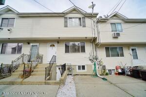 21 Cecil Court, Staten Island, NY 10303