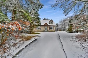 119 S Clover Ct, Long Pond, PA 18334
