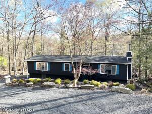 5838 Decker Rd, Bushkill, PA 18324