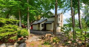 2549 Waterfront Dr, Tobyhanna, PA 18466