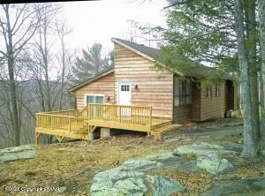 135 Ashley Ct, Bushkill, PA 18324