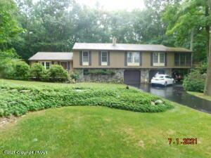 97 Lake Ln, East Stroudsburg, PA 18301