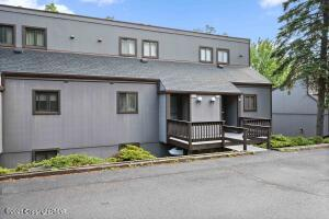 135 Cross Country Ln, Tannersville, PA 18372