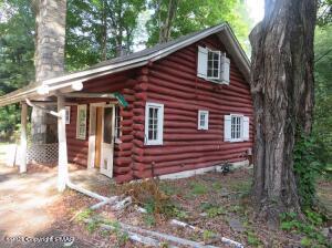 537 RESICA FALLS RD, East Stroudsburg, PA 18302