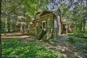 5202 Woodland Ave, Pocono Pines, PA 18350