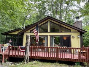 409 Maxatawny Dr, Pocono Lake, PA 18347