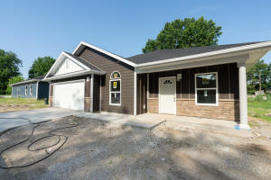 527 Jefferson Ave., Moberly, MO 65270