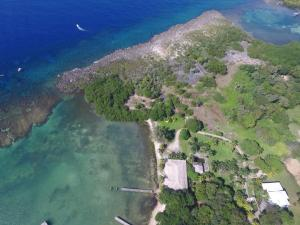 Gibson Bight Road, 5.8 acres in Mangrove Bight, R, Roatan,