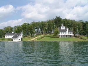 1071 Emerald Island, & 1016, Huddleston, VA 24104