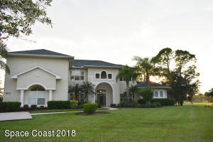Property for sale at 800 SE Yellow Wood Court, Palm Bay,  FL 32909