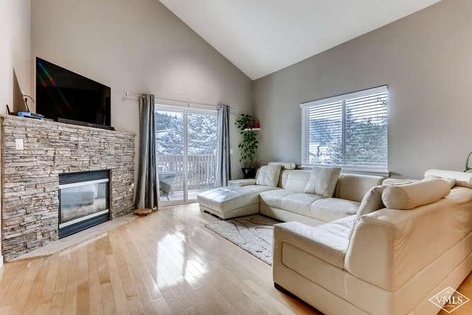 Meticulously maintained 3bd/3ba top floor residence in Brett Ranch. Quiet location, gas fireplace, new windows, hard wood floors and one car garage for all your toys! Onsite swimming pool and kids playground! HOA dues include heat! Must See!
