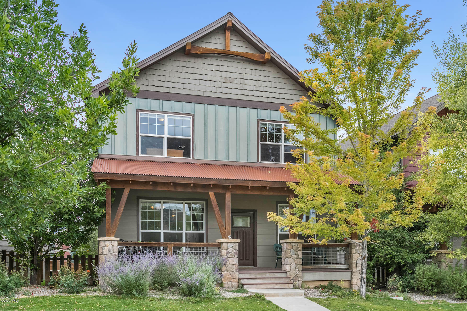One of the original homes in Aspen Ridge and the Buckhorn Valley community . Just minutes away from National Forest access, this 3bed 3bath with an unfinished basement is a handyman's dream. To top it off you have a great fenced in back yard and a 2 car garage.