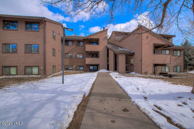 Remodeled, light and bright 2 bed/ 2 bath unit in popular Sunridge Condos. Many upgrades including bathrooms, kitchen, recessed lighting, new water heater and flooring. Beautiful walk out patio to enjoy the fresh air and perfect for pets. Steps away from the free Beaver Creek ski shuttle, bike path, Nottingham Lake and right on the bus route, makes this location as central as it gets. Great opportunity as an investment for rentals or for a full time resident. Only Sunridge available and it won't last long.