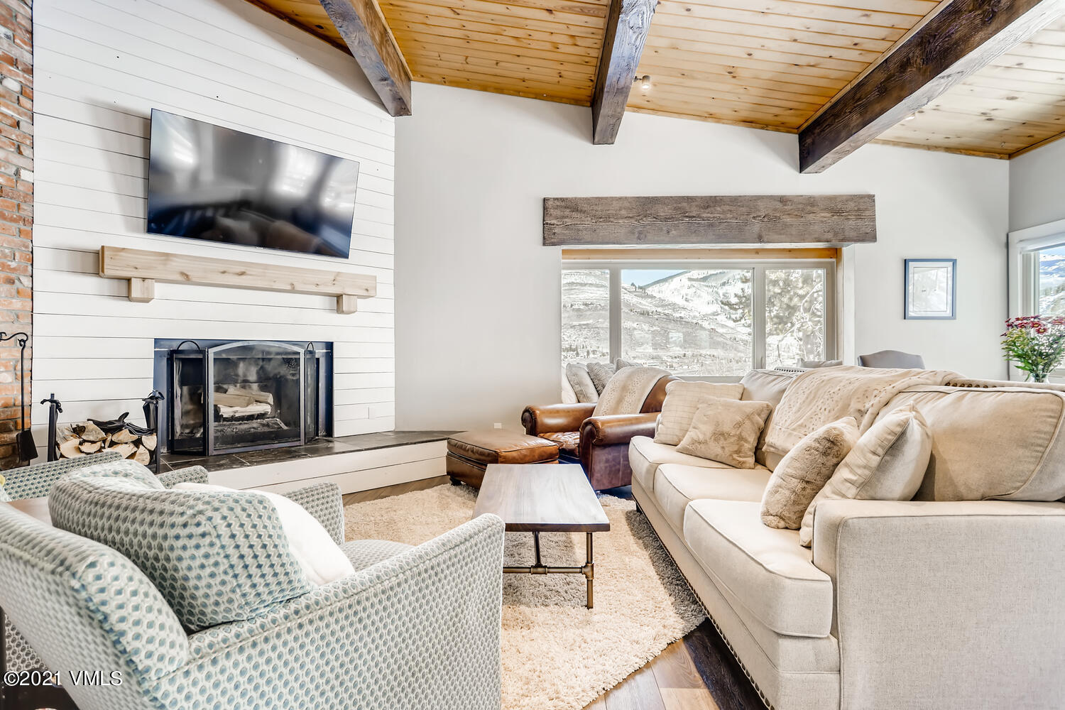 Fantastic home in Highlands Meadows Neighborhood in West Vail South Completely remodeled with a great space layout and level of finish. This is a home you do not want to miss!