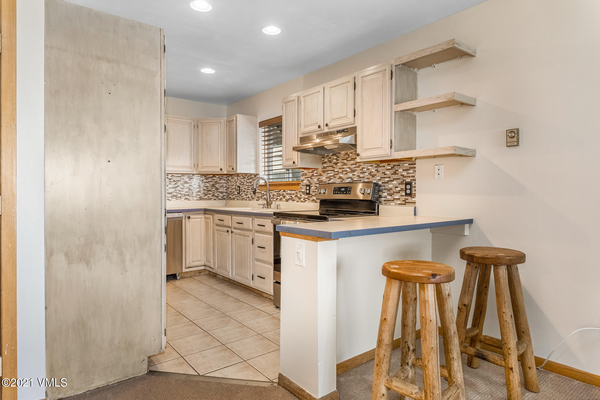 NOT TO BE MISSED- Newly updated, spacious townhome in rarely available lower Homestead neighborhood. Mountain living must-haves include a wood burning fireplace, less than 10 minute drive from Beaver Creek Resort, walking distance from Edwards Riverwalk shopping & dining district, and snow removal included in HOA dues. Featuring a recently updated kitchen with brand new appliances in this easily accessible and pet friendly community that provides all the luxuries of mountainside property, with all the conveniences of small town living.