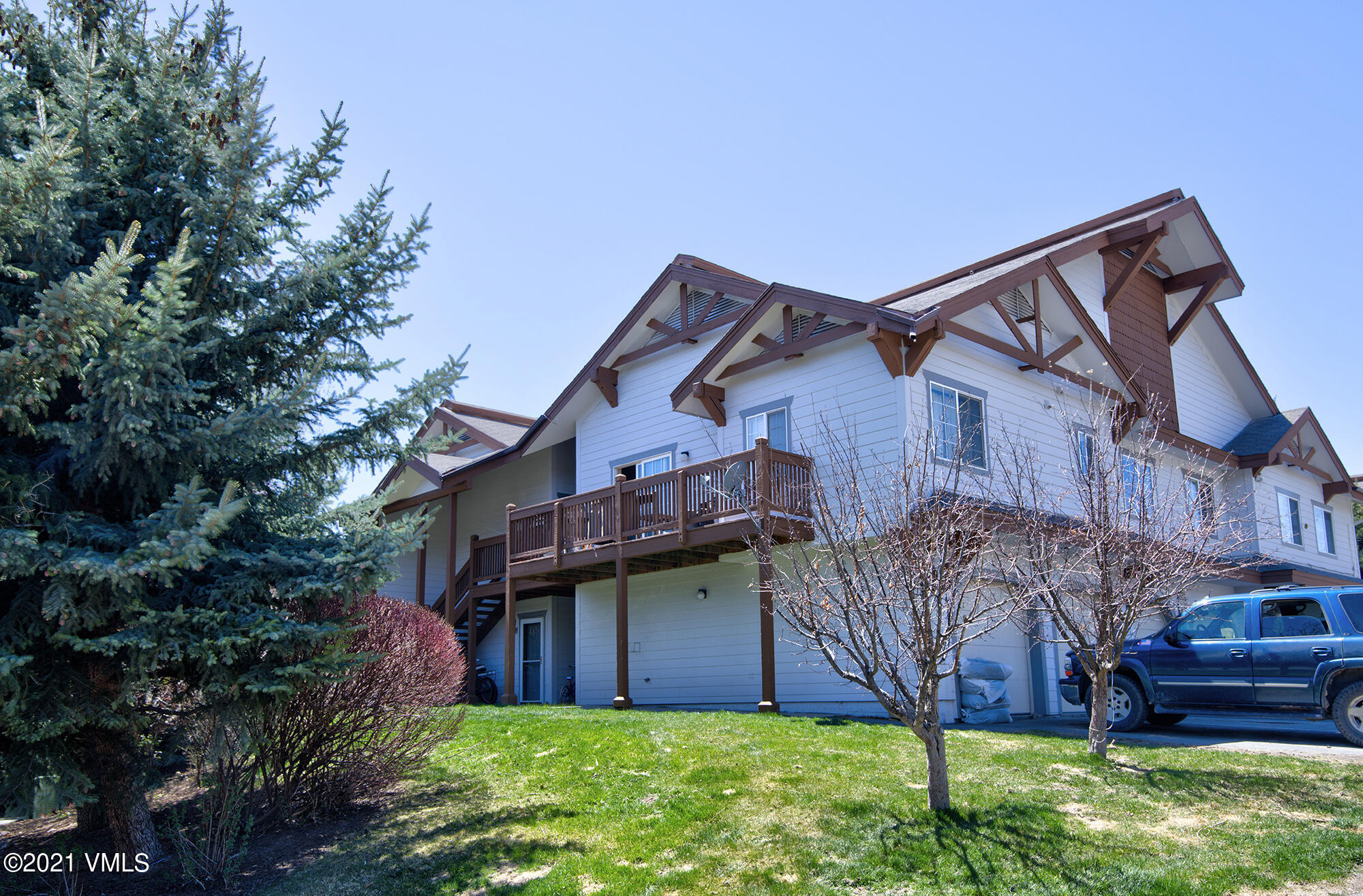 2 Bedrooms 2 full bathrooms condo, high ceilings, 2 balconies one in the living room and one in the master bedroom. In excellent conditions ready to move in.