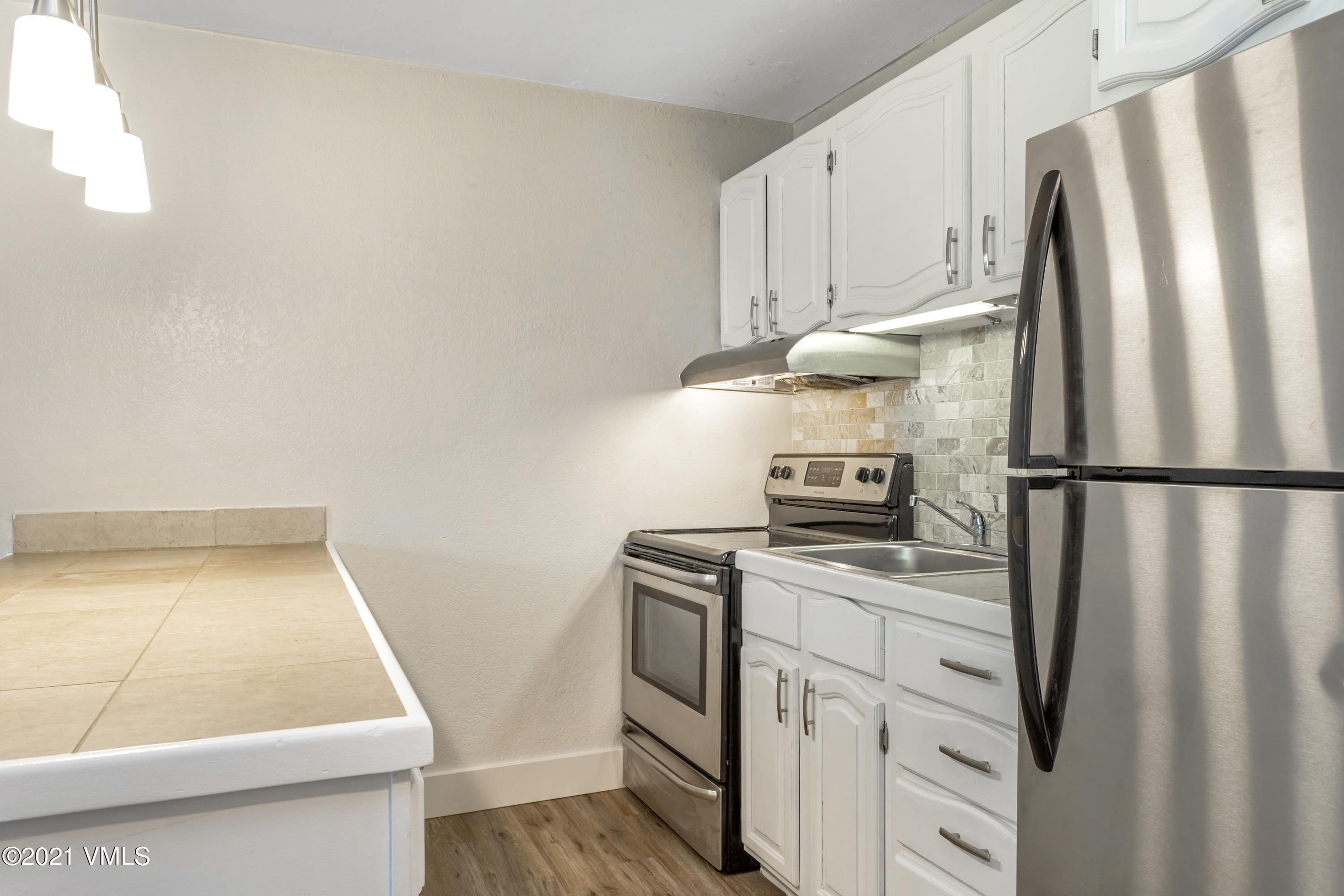 Recently renovated 1bed/1bath condominium located in the heart of Avon with direct and unobstructed views of Beaver Creek. This condo is centrally located and within walking distance to Nottingham Park, restaurants, and local schools. HOA dues include Water, Sewer, Trash, Cable TV, and Internet. Short term rentals are allowed. This unit comes with two assigned parking spots. Currently the most affordable unit on the market in Eagle County. This won't last long.