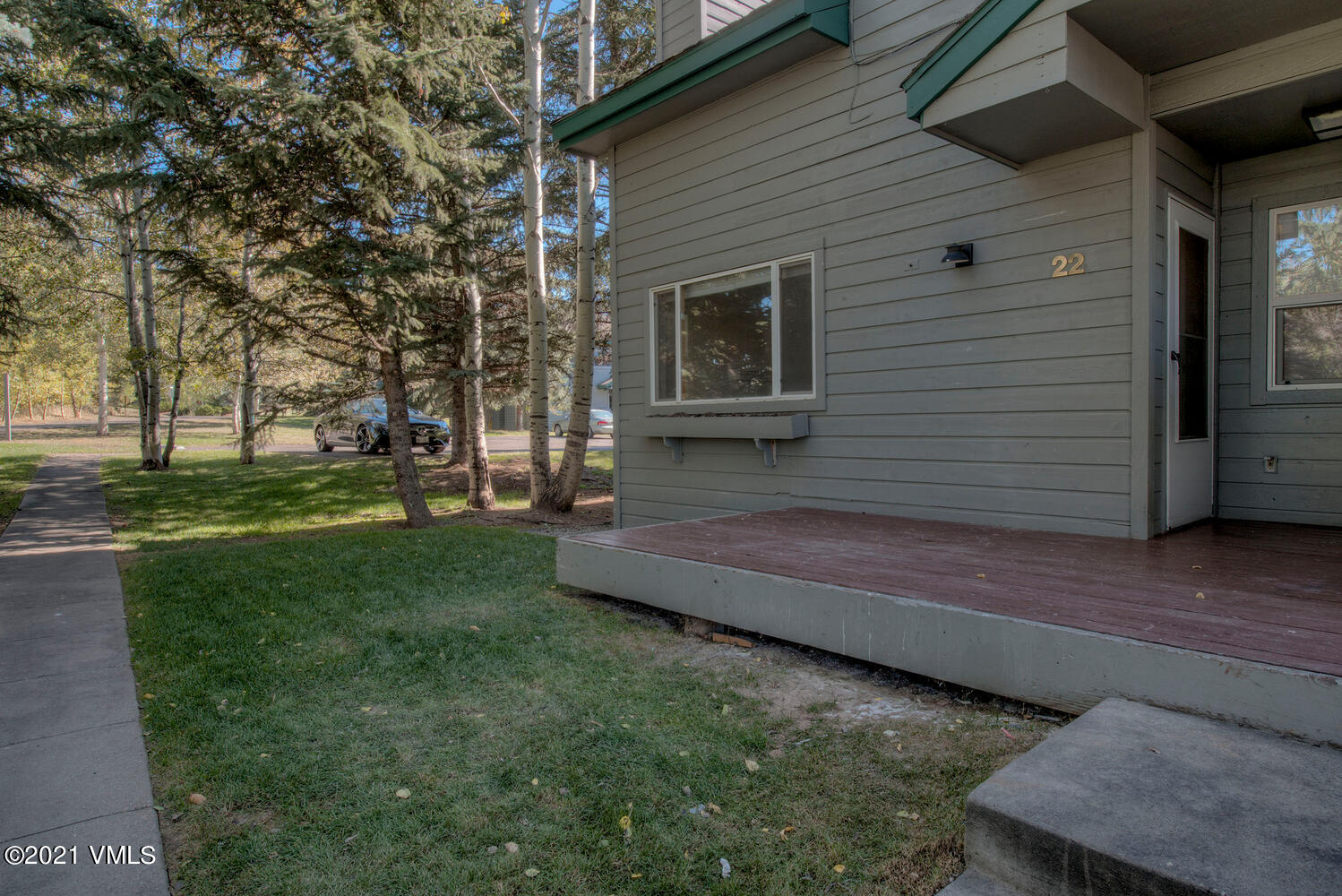 Recently refurbished with new appliances , including new washer / dryer. new counters , recently painted, remodeled bathrooms Great location within project , very private .New Pella WIndows