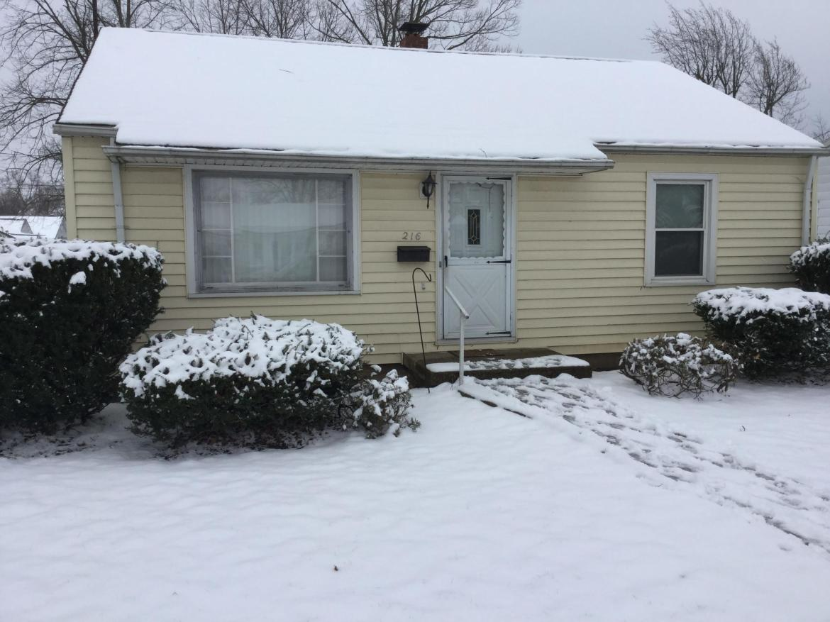 Nice to 2 bedroom with one bath.  single car garage with storage room all around and above.