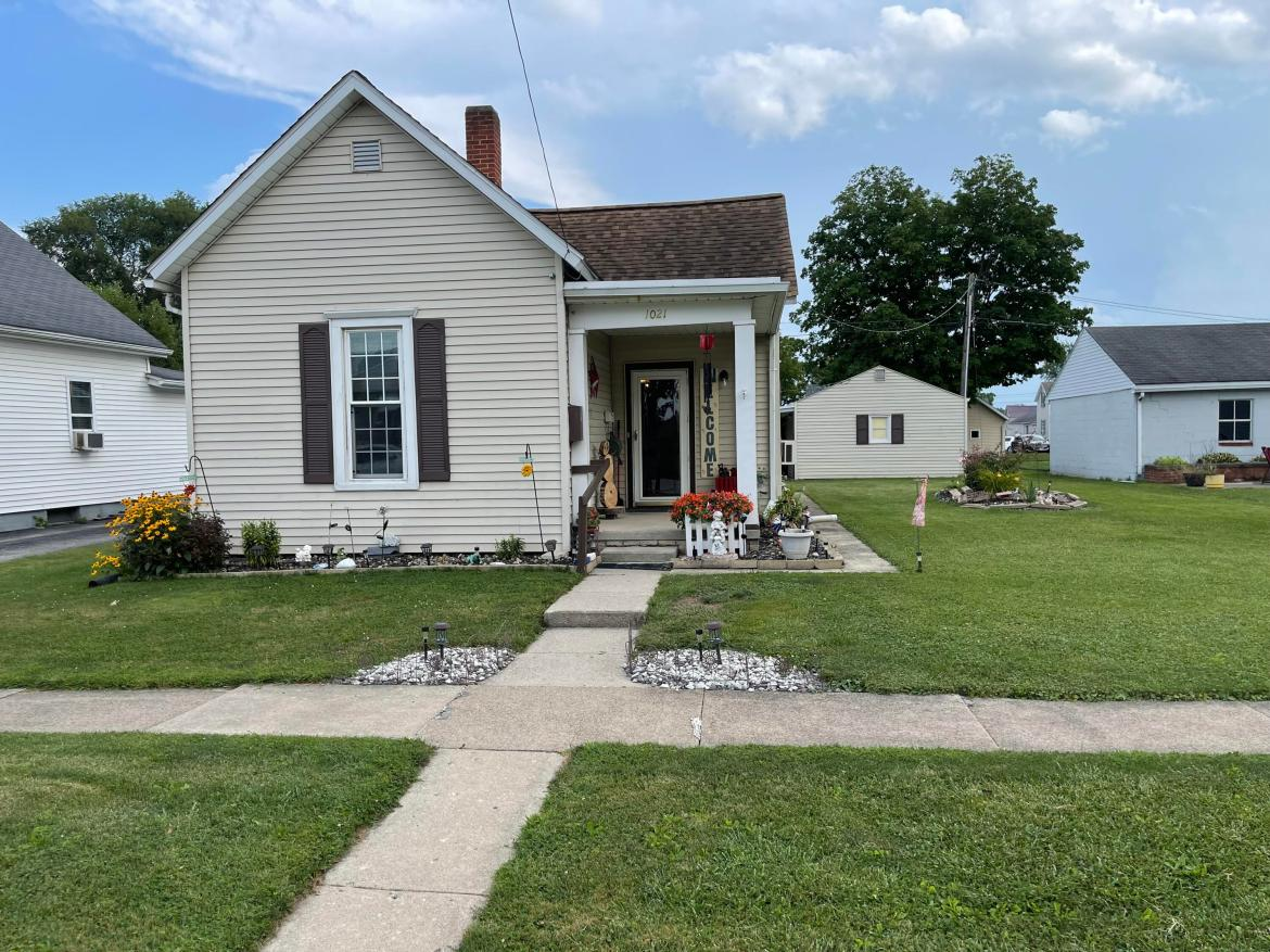 This charming home offers an open concept with 2 bedrooms.  Family room is spacious and so is the kitchen. The backyard offers a detached one car garage with covered porch area to sit and enjoy the outside.  Call your realtor today and come tour this lovely home.