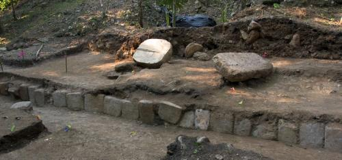 Archeologi Maya scoprire nuova 2012 monumento
