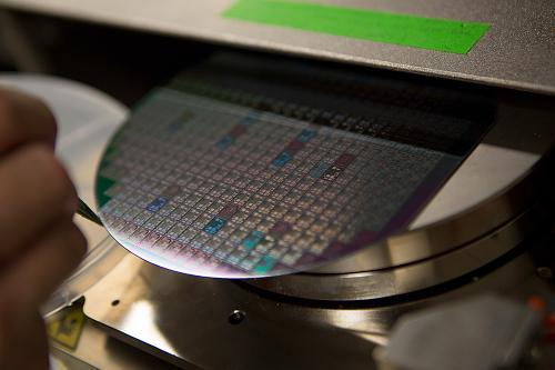 Investigating use of 'extreme materials' in electronics